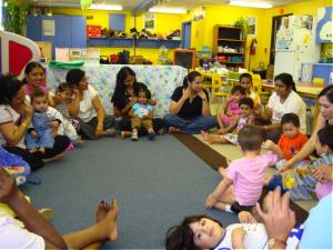 Parents et petits au Vermont Square-Child Mother Goose Program, candidat pour le Prix Asahi 2016.